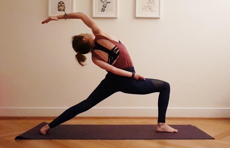 Florina Vilciu - yoga reverse warrior pose