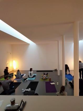 pop up yoga tribe studio K6 full house