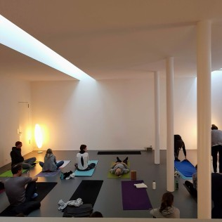 pop up yoga tribe studio K6 full house
