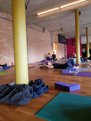 yogalives studio saturday practice 2019-1