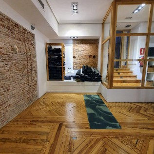 Lotus Flow at Zentro Urban Yoga Madrid - Back of the studio